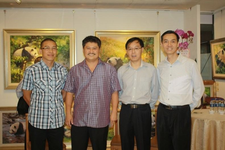 From the left: Mr Huang Xiong Wen, Giant Panda artist. Mr. Ang, Assistant Director of Wildlife Reserve Singapore. Mr Xiao Jiang Hua, Cultural Counsellor, China Embassy to Singapore. Mr.Howard Yu, Director of DaTang Fine Arts Ent.Pte. Ltd.