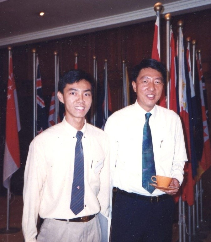 Mr. Yu as a student with Mr. Teo Chee Hean, then 2nd Minister of Defence, now Deputy Prime Minister, Coordinating Minister for National Security