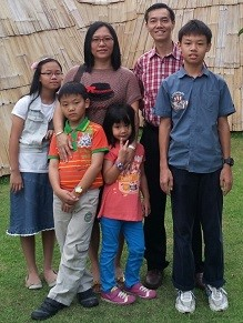 Mr. Yu with his whole family: Wife, Adeline Chung. 1st child: Boaz Yu.        2nd child: Carrie Yu.  3rd child: Daniel Yu.     4th child: Easter Yu.